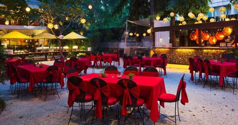 Delight in a Romantic Candle Light Dinner in Delhi