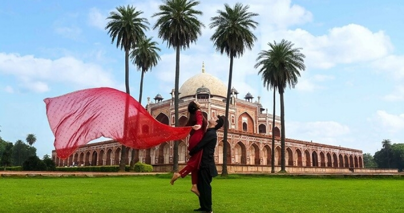 Eye-catching places in Delhi for your best pre-wedding shoot!